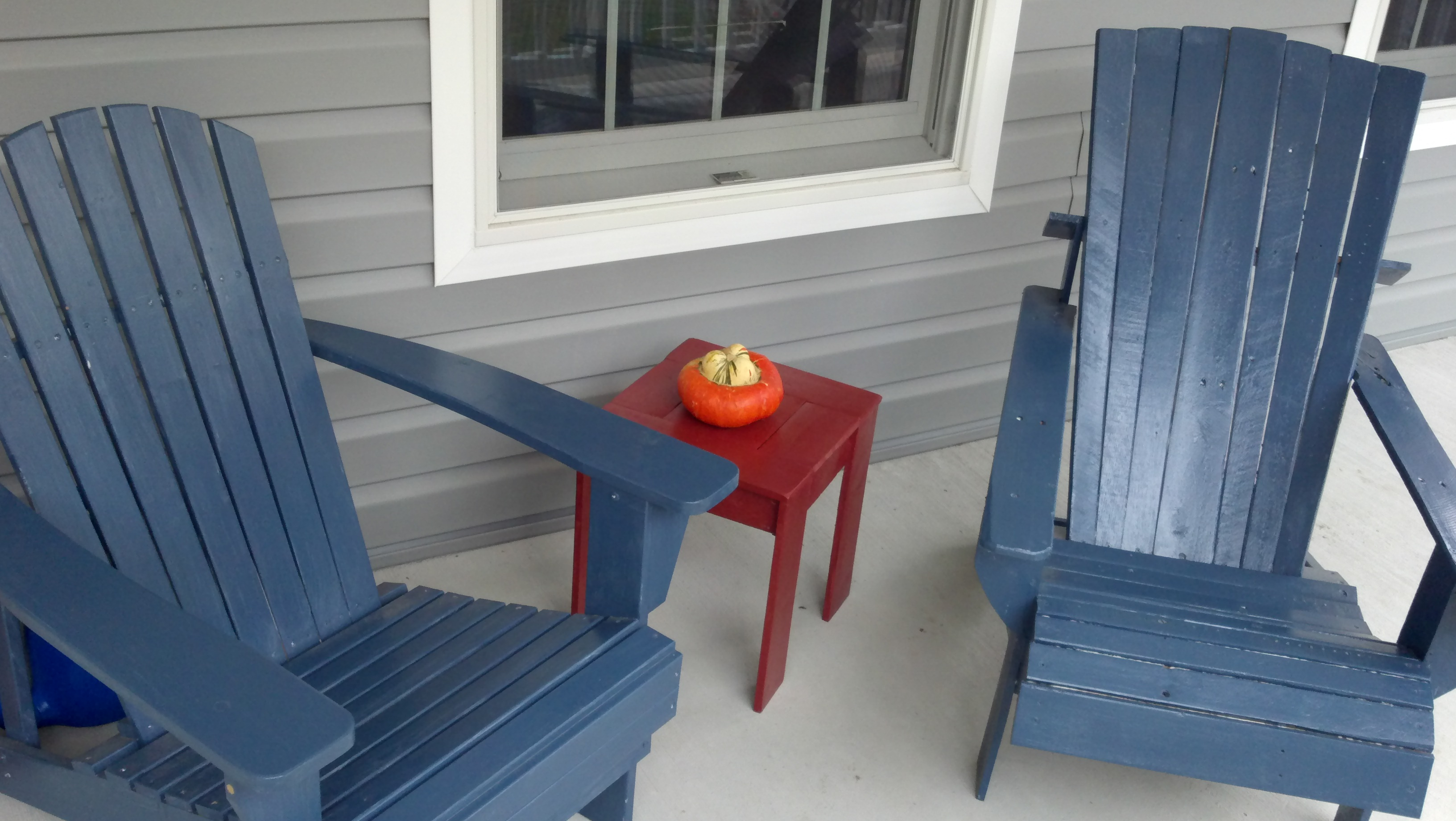 JOECULLIN Blog Archive Patio accent table made from pallet